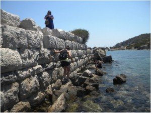 Looking for a mooring stone at the trireme harbor