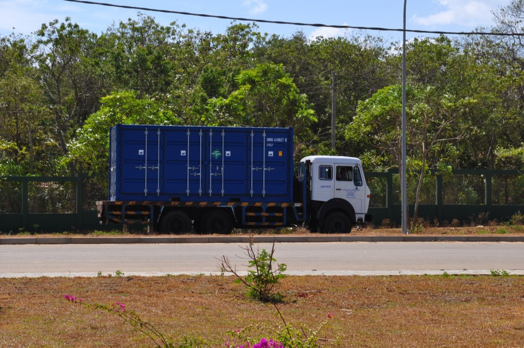 The container arrives at the port in Hambantota. Photo by Orkan Köyaĝasıoĝlu.