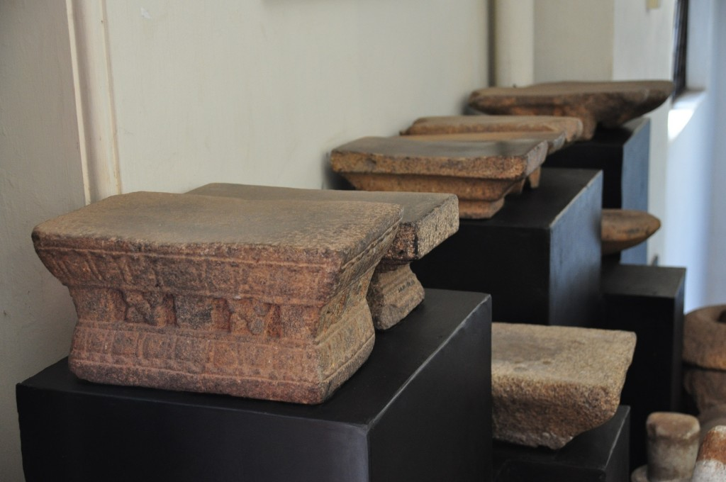 Various artifacts at the National Museum. Photo by Orkan Köyaĝasıoĝlu.
