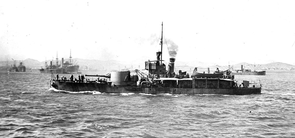 Historic photo of a M15 class monitor, possibly HMS M15. From Hartlepool Museum Service, http://hhtandn.org/relatedimages/829/hms-m15-1