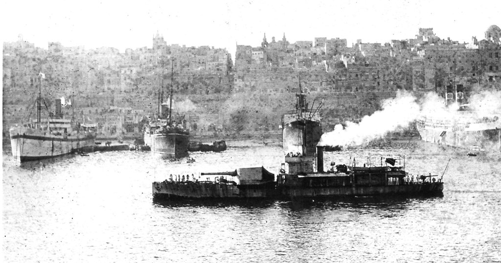 Historic photo of a M15 class monitor, possibly HMS M157. Image from Hartlepool Museum Service, http://hhtandn.org/relatedimages/832/hms-m17