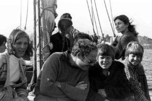 Ann, George, Alan, and Gordon sailing to Yassi Ada in 1979 (Photo: INA). REF742