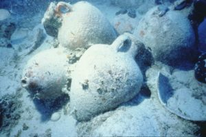 Ceramics on the seabed (Photo: INA) Slide # TEK-001. REF674