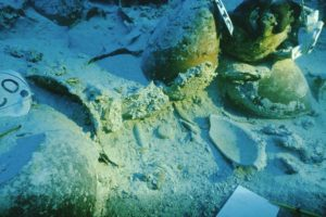 Artifacts on the seabed (Photo: INA) Slide # TEK-030. REF676