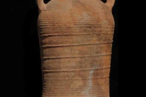 An example of the 30 amphoras of type 1 raised during the excavation. (Photo: INA) Slide# YA7-309. An example of the 30 amphoras of type 1 raised during the excavation. (Photo: INA) Slide# YA7-309.