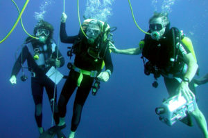 Divers at the decompression stop (Photo: INA). REF4199
