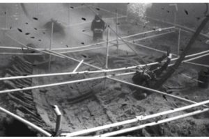 Recording the hull timbers on the seabed (Photo: Susan Katzev). REF4242