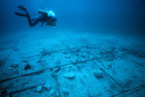 Shipwreck site showing the 2 meter metal grid system. (Photo: INA, Slide# GW-593).  REF4386