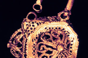 Filigree gold earring. (Photo: INA, Slide# GW-2417). REF4381