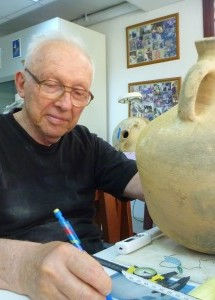 Fred van Doorninck catalogs a transport amphora from Yassıada