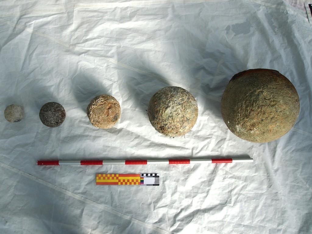 Figure 7. Different calibers of stone shots (Photo: Jose Casaban).